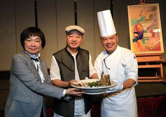 藝術家林伯禧 到台南晶英酒店獻上黃金、鑽石入畫之作品