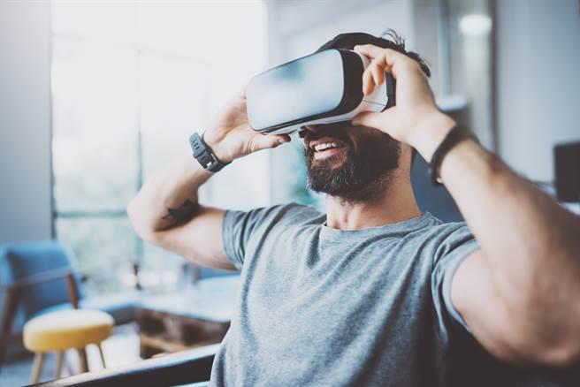 未來的科技發展,前景依舊值得期待,但前提是:讓科技去適應人類,而不是人類去適應科技。(示意圖/shutterstock)