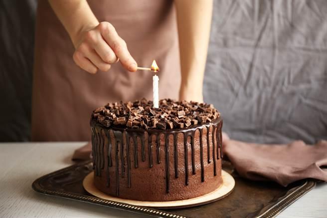 買蛋糕不到10分鐘 打開慘變「土石流」網一看狂讚:頂級好貨(示意圖/達志影像)