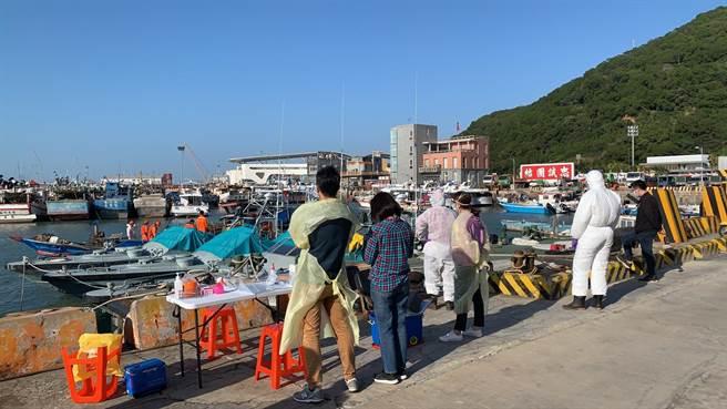 馬祖海巡隊今(5日)下午1時許獲報,有大陸籍漁船越界出現在北竿高登外海0.3浬處,隨即派遣10037艇前往取締。(金馬澎分署提供)