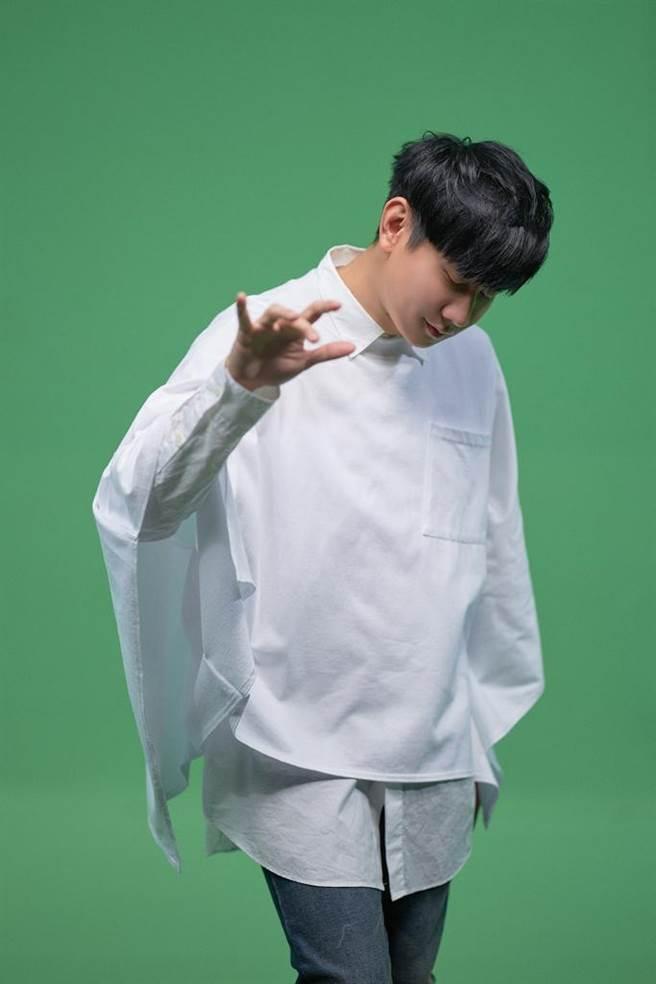 林俊傑拍攝新歌〈最嚮往的地方〉MV。(華納音樂提供)
