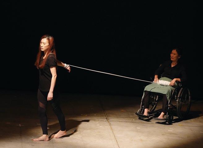 遠雄人壽表示,喘息公益舞台劇的每一句台詞、每一個動作,都是真實演繹家庭照護者的生活。圖/業者提供