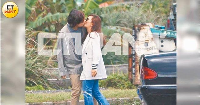 林達光(左)與梁靜茹被拍到在街邊甜吻。(時報周刊提供)