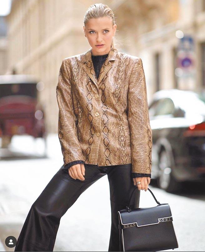 卡蜜兒塞拉萊在個人IG上曬出自己的穿搭好品味,比美劇《艾蜜莉在巴黎》還值得追。(翻攝自Camille Razat IG)