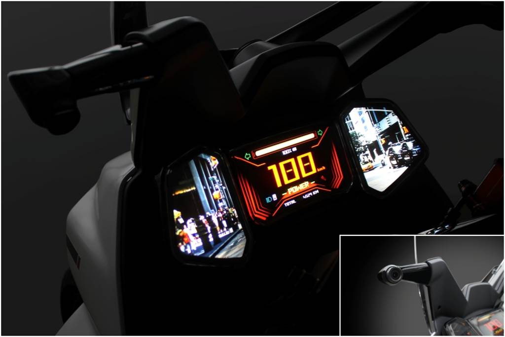 EF3後視鏡採用電子式,將後方影像直接顯示於儀表板上。