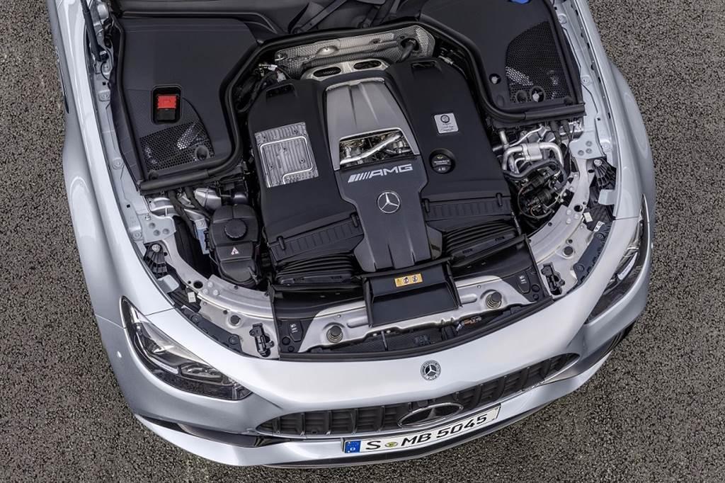 E63 4MATIC+搭載4.0升V8雙渦輪增壓引擎,為AMG家族中的頂尖性能系列。