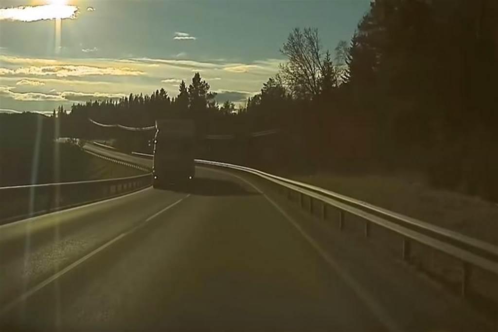 你遇過特斯拉「幽靈煞車」嗎?為何這個 AP 異象讓許多老司機也凍未著?