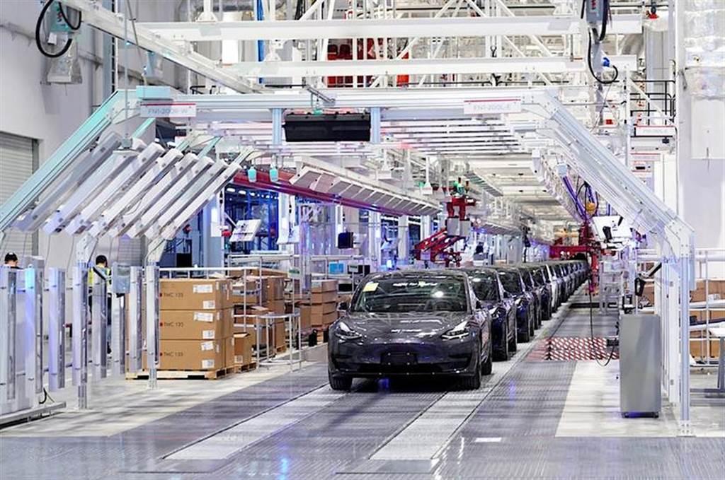 福斯雷諾相繼超車:特斯拉西歐市佔率年減 20%,最大電動車品牌拱手讓人
