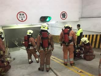 竹市園區大樓地下室火燒車濃煙四竄 500人衝出疏散
