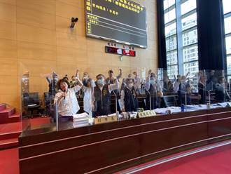 中市議員李麗華帶動跳 議事堂官員「舞」力全開