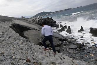 富岡海堤掏空破大洞 居民擔心安危