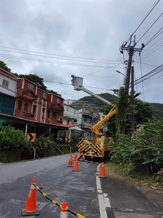 「閃電」侵襲恆春半島逾萬戶停電 台電力拚今晚10點全部復電