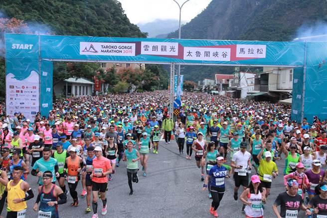 眾所矚目的太魯閣峽谷馬拉松明天開跑,但颱風掠過,主辦單位增派人員駐點落石危險區域,務必確保賽道暢通,保障選手安全。(資料照片/王志偉花蓮傳真)
