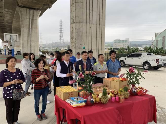 台中市大肚區將闢建第一座足球場,6日舉辦開工儀式。(林欣儀攝)