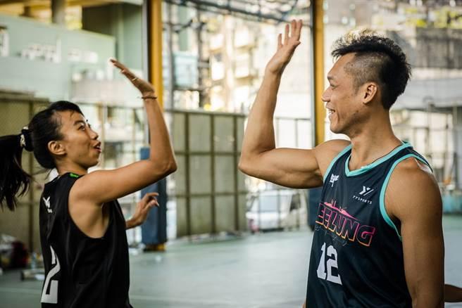 林志傑與馬拉松國手陳宇璿相見歡。(YYsports)