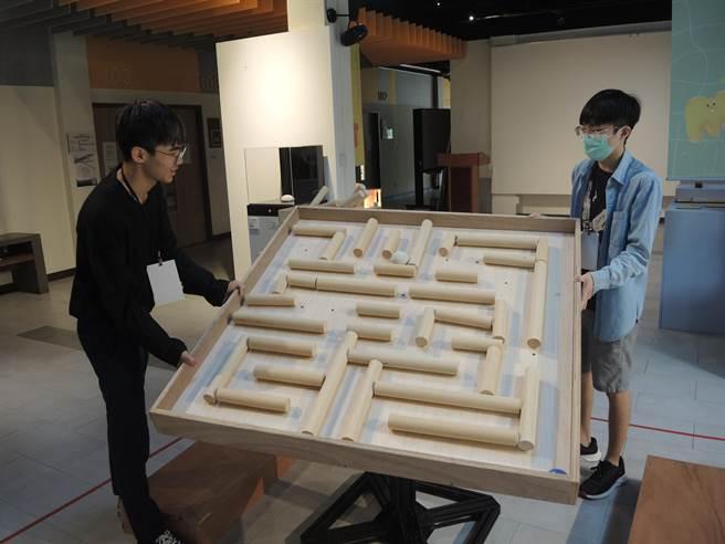 2020印象清華科普藝術節展出48件來自清華科藝中心、國內外藝術家及國小教師的科技藝術作品。(邱立雅攝)