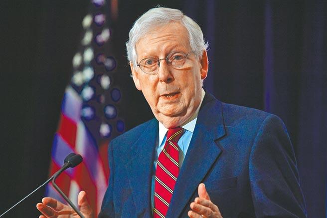 美國參議院共和黨領袖麥康納表示,希望選舉後,兩黨好好討論紓困。圖/美聯社