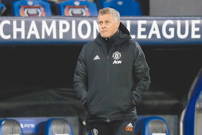 曼聯在歐冠兵敗伊斯坦堡,總教練索斯柯亞臉色鐵青。(美聯社)