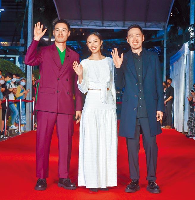 楊祐寧(左起)、桂綸鎂、張少懷昨出席金馬影展開幕,為開幕片《腿》宣傳造勢。(盧禕祺攝)