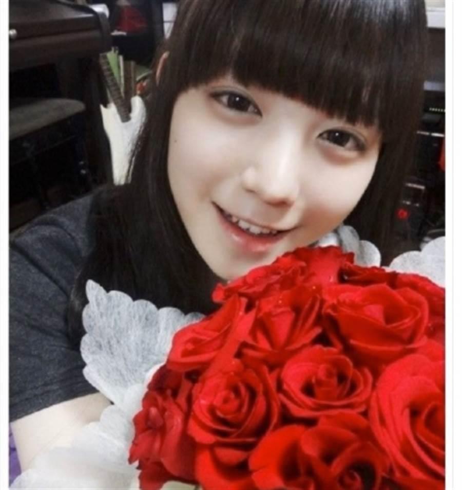 韩国第一代网路美女柳惠珠,是个从小美到大的天然美女。(取自韩网)