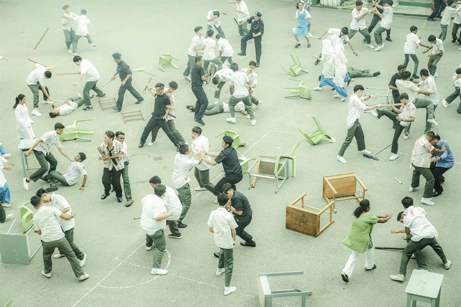 黄明志坦言校园大乱斗的戏码拍摄最为困难。(华映提供)