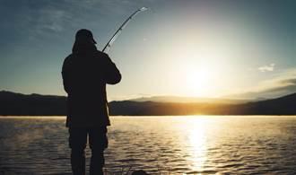 4男太想吃魚猛倒16瓶農藥 害22萬條魚慘死河中