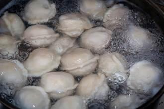 冷凍水餃該用冷水還熱水煮?老饕曝Q彈訣竅