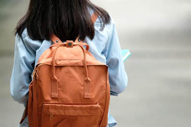 台師大一位女學生控訴在校門口遭怪男尾隨。(示意圖/Shutterstock)