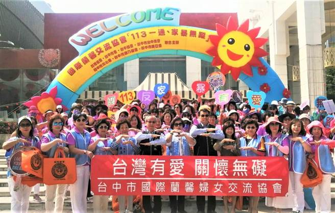 台中市府警察局第六分局結合國際蘭馨交流協會,舉辦反毒、反家暴、反性侵、反虐童、反霸凌、制止人口販賣等踩街活動。(盧金足攝)