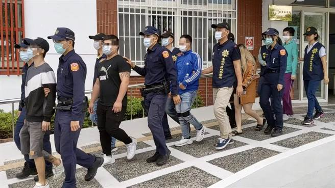 南市警自2日起發動淨化治安專案,佳里警分局破獲車手集團。(讀者提供/莊曜聰台南傳真)