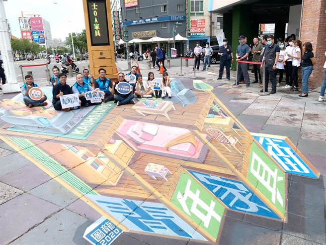 高市青年家具商圈打造網美地景藝術,並搶攻1111懸日商機祭促銷。(柯宗緯攝)