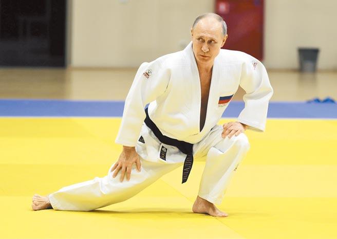俄羅斯總統普丁被英國《太陽報》踢爆,罹患帕金森氏症,最快在明年初將交棒。(美聯社)