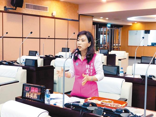共機擾台,台南市議員林美燕點名南區及安平區有機場又有港口,一旦發生戰爭將是被攻擊的主要地區。(洪榮志攝)