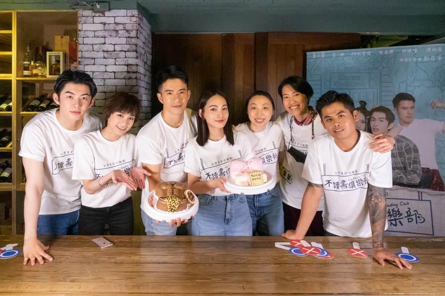 左起为萧子墨、陈加恩、JR纪言恺、林映唯、製作人叶育萍、导演刘亚菱﹑张再兴。(双喜电影提供)