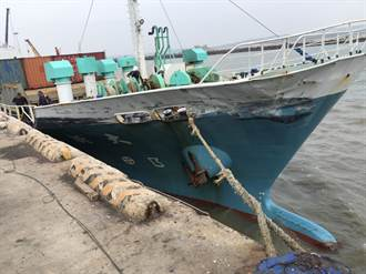 貨船遇強風變碰碰船 金門碼頭遭大船撞損