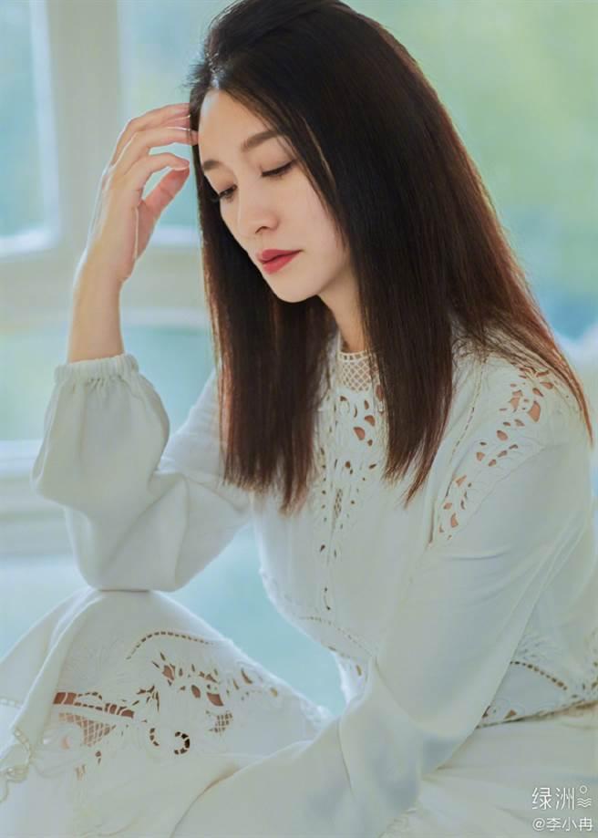 44歲女星李小冉在古裝劇《慶餘年》中飾演「長公主」走紅,外貌姣好是許多人心中的凍齡女神,(圖/摘自微博@李小冉)