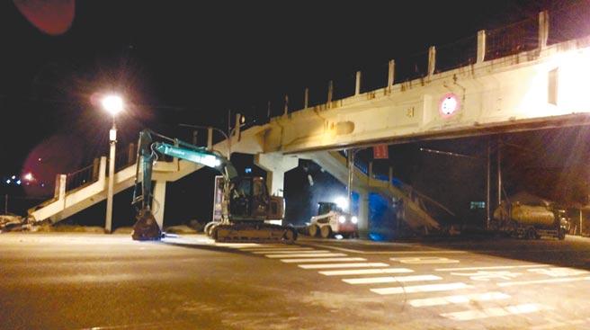 台南市安順國中前的安順人行陸橋,現已遭拆除。(台南市工務局提供/程炳璋台南傳真)