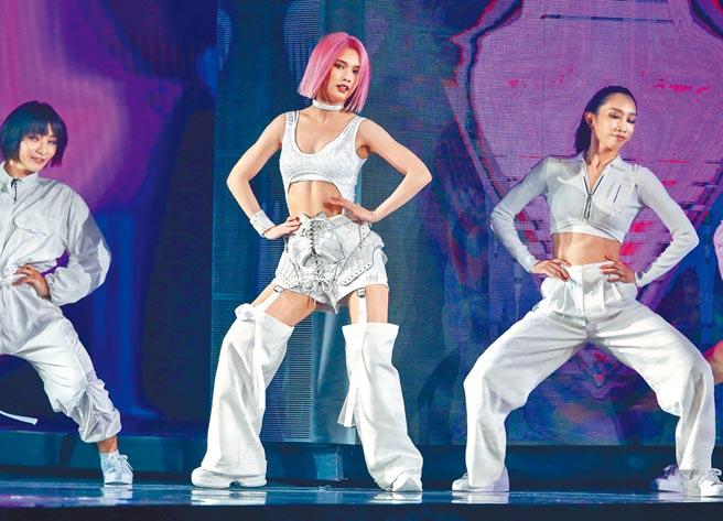 楊丞琳昨晚在小巨蛋完成第2場演唱會,台上散發性感魅力。(粘耿豪攝)