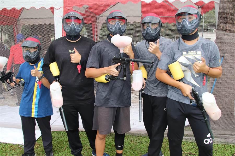 一年一度的全國漆彈大賽7日於高雄社教館盛大展開,此次賽事不受疫情與颱風影響,總共吸引全國500多位參賽者前來參賽。(洪浩軒攝)