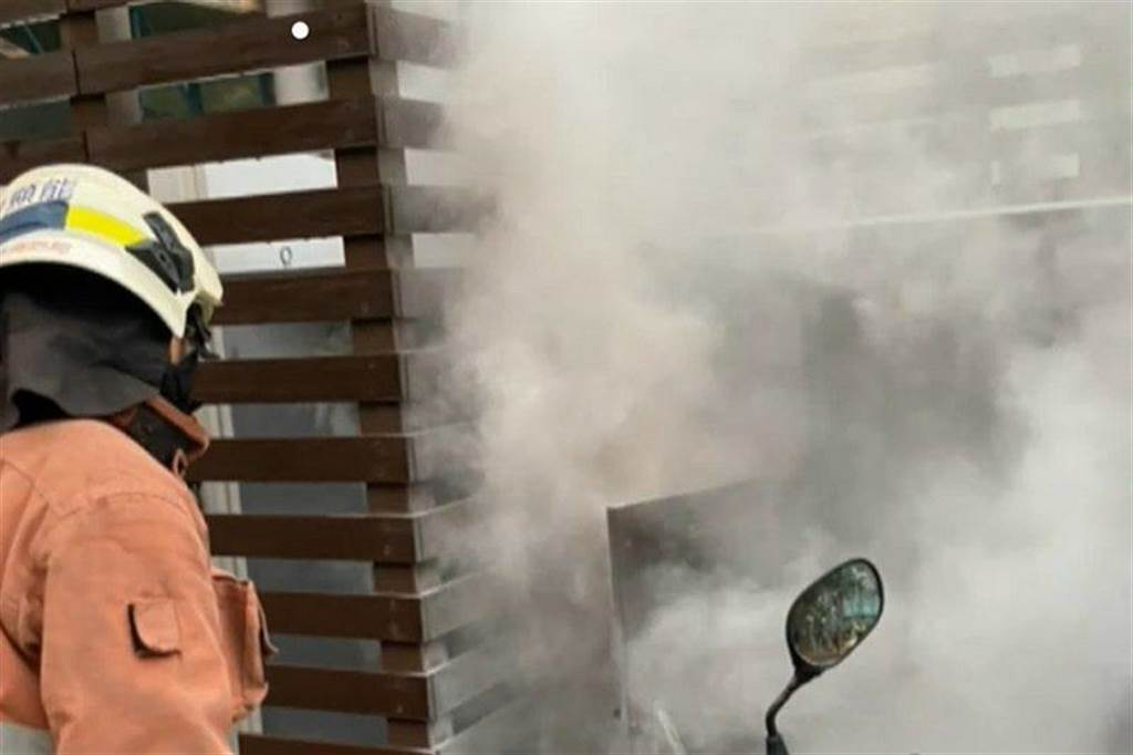 竹科超充起火與特斯拉超充設備無關,起火點為超充樁後的電表箱
