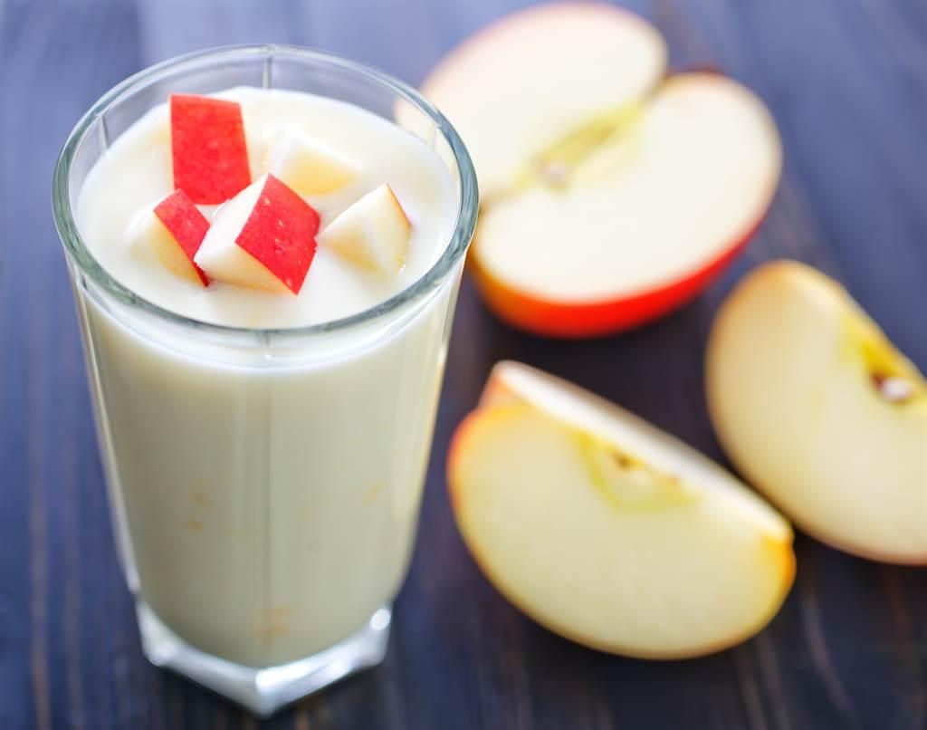 調味乳為何只有蘋果牛奶不可微波?超商店員揭主因(示意圖/達志影像)