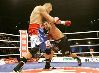 13年前大驚奇 亞洲拳王擊敗俄羅斯巨獸