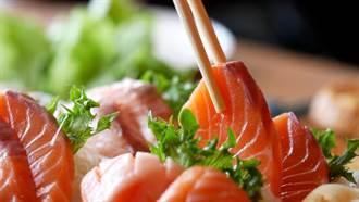 男子嗜吃生魚片32年 肚內養了大量「肝吸蟲」