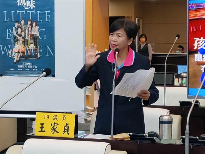 台南市議員王家貞針對死刑存廢問題提出質詢。(洪榮志攝)