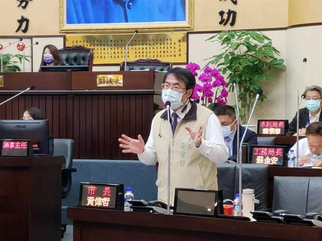 台南市長黃偉哲答詢時,明確表示支持死刑。(洪榮志攝)