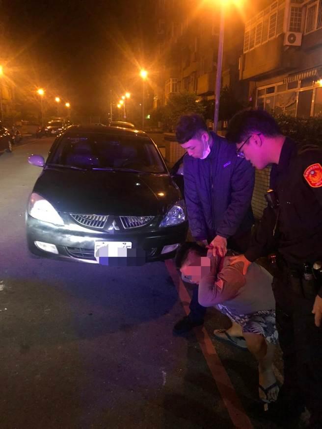 男子藏笑氣見警方竟高速駕車逃逸最後仍遭逮捕。(平鎮警分局提供/呂筱蟬桃園傳真)