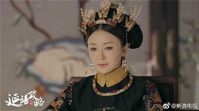 秦嵐演活《延禧攻略》溫柔賢淑的皇后,讓她再攀演藝事業高峰。(圖/取材自微博)