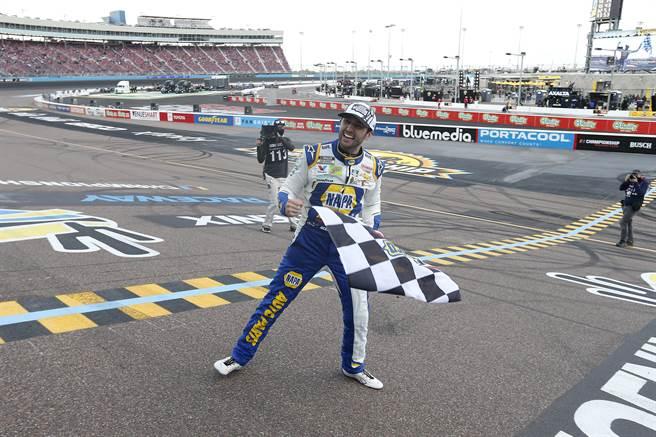 切斯・艾略特繼承父親衣缽,也在NASCAR賽車拿下冠軍。(美聯社)