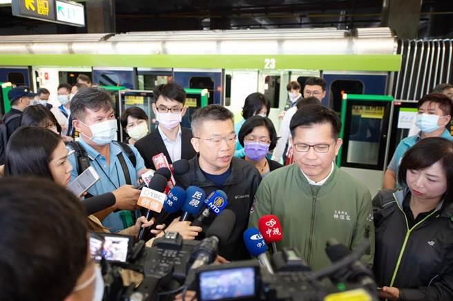 交通部長林佳龍(右2)及立法院副院長蔡其昌(右3)出席立法院交通委員會考察。(蔡其昌辦公室提供/陳淑芬台中傳真)