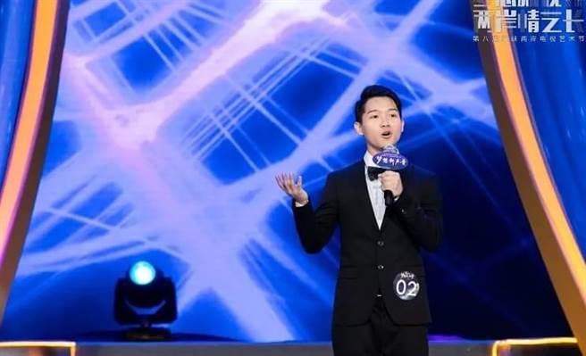 顏定瀚在《第十一屆海峽兩岸電視主持新人大賽》用多樣的主持面貌成功摘金!(顏定瀚提供)